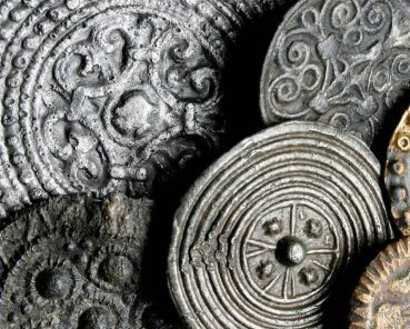Home and away: Fashion and Identity in the Viking Age